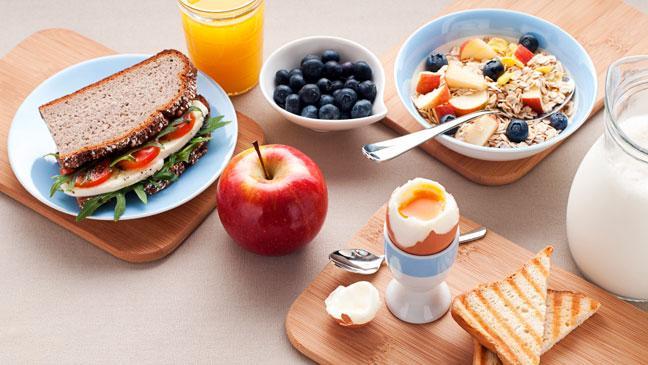 تناول وجبة إفطار صحية بعد قهوة البوليت بروف المتميزة